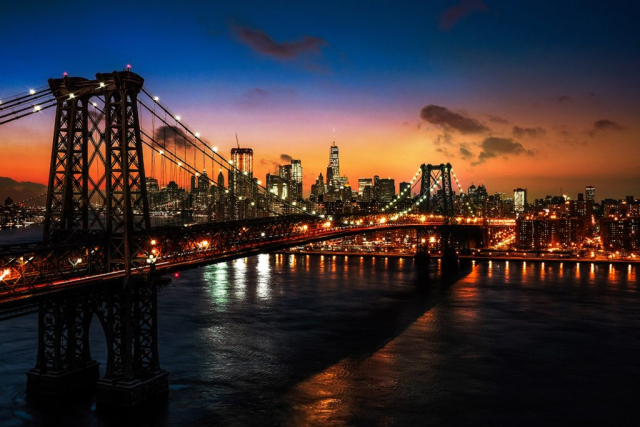 Colorful Sunset over the NYC Williamsburg Bridge 01 - Stock Photography